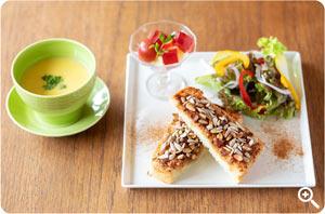 【トースト】本日のスープと副菜1品